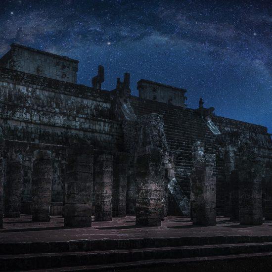 Chichen Itza de noche zona maya