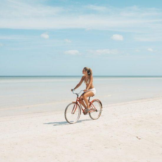 Isla Holbox Mujer Bicicleta