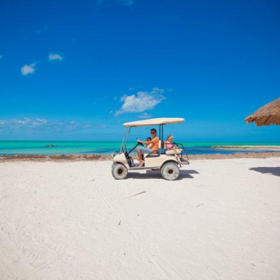 Isla Holbox Familia Carrito de Golf