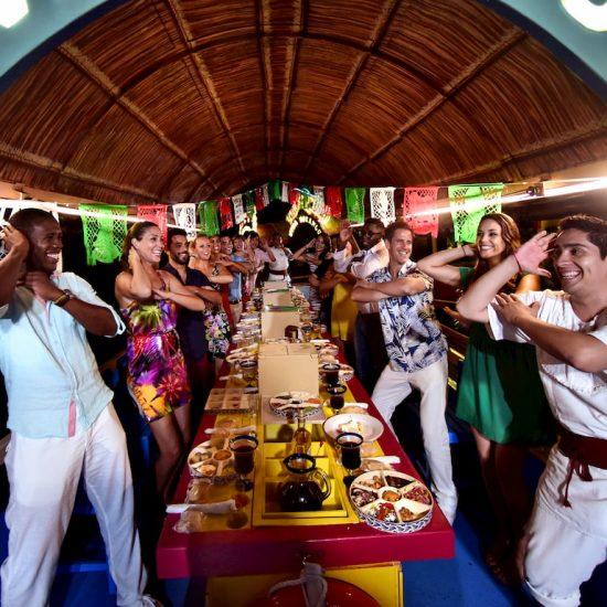 Xoximilco Cancún Baile familia