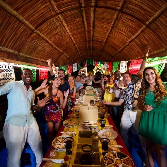 Xoximilco Cancún Fiesta a bordo